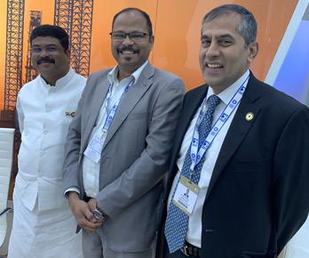 Vinod with Shri Dharmendra Pradhan, Union Minister for Petroleum, India at Abu Dhabi